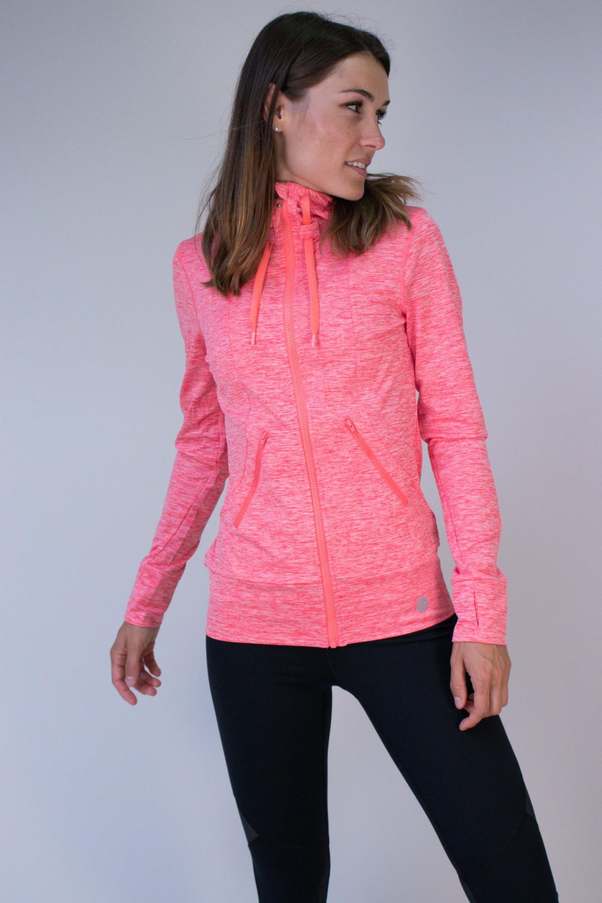 03deae2bae La veste de sport zippée à capuche Every Little Things de chez Roxy  deviendra vite indispensable à nos sorties sportives intersaisons et  hivernales !